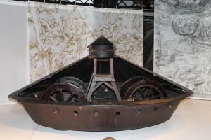 """Maqueta de vehículo armado diseñado por Leonardo da Vinci. Science Museum (Londres). Exposición """"The Mechanics of Genius"""". Foto: Ángeles Gómez."""